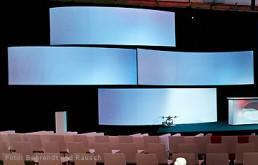 Bühnenbild-Beispiel: Bögen als Projektionsflächen