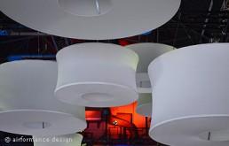 Beispiel Luftraumgestaltung: Henri-Lampen als Schwarm