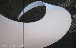 Messeobjekt: Strudel-Objekt aus Stretchstoff