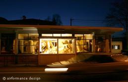 Kunst-Ausstellung: Tripoden - Goldene Wellenbrecher